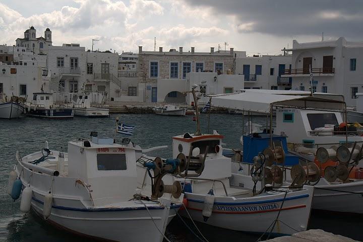 Лодки на пристанището на Науса, Парос