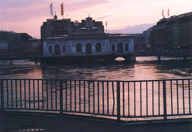 Залез над Женева