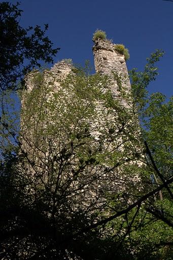 Останки от древна кула