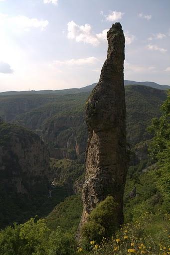 """Скален """"пръст"""" на каньона Викос"""