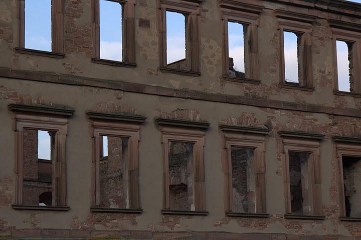 Избушените прозорци на замъка