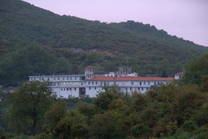Манастир в подножието на Пангео
