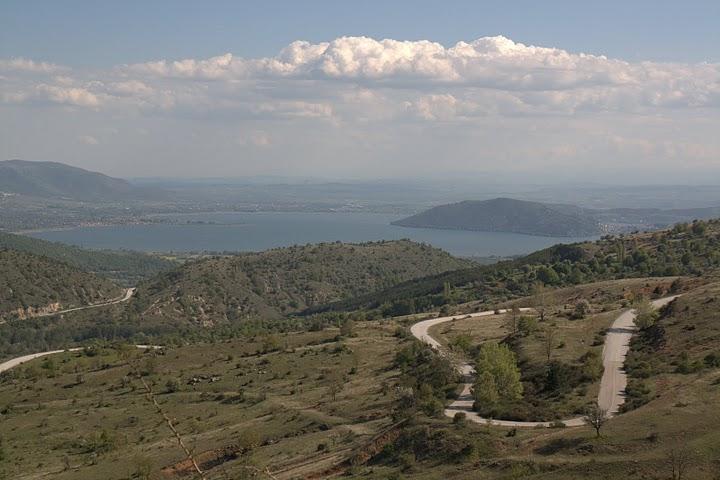 Гледка от Верно към Кастория и езерото