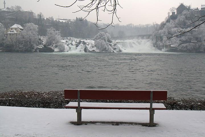 Пейка срещу водопада