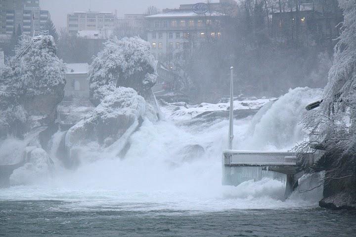 Водопадът е заледен само през зимата