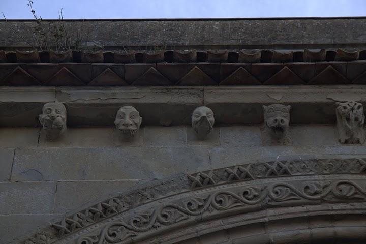 Гаргоили по фасадата на катедралата