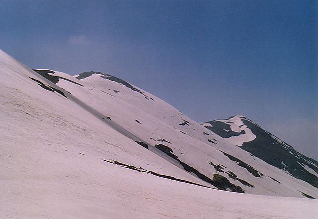 Най-високият връх е в средата
