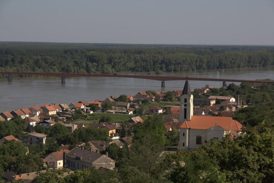 Дунав отвисоко при Батина