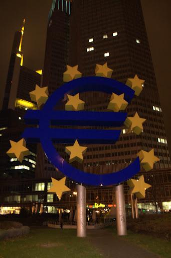 Еврото свети