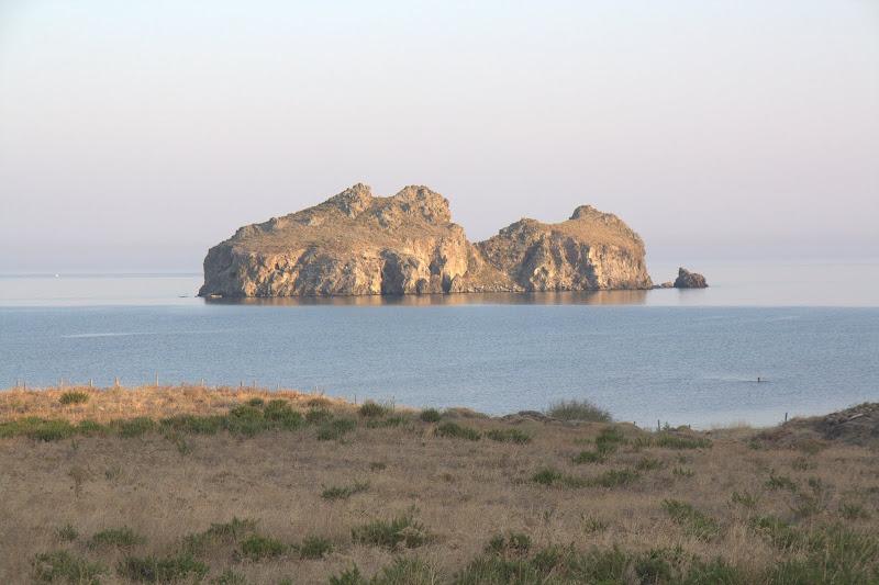 Плажът Молос