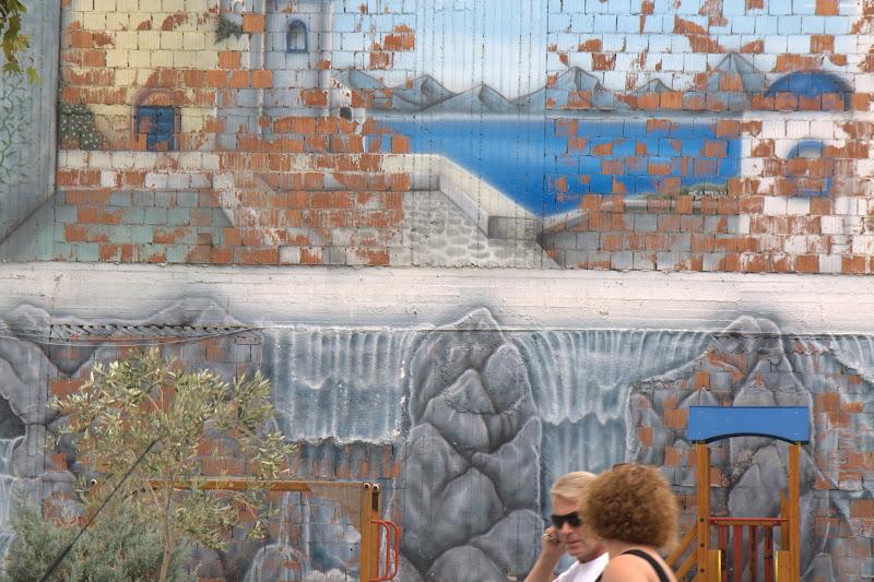 Интересната стена