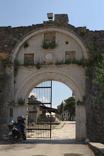 Порта в калето