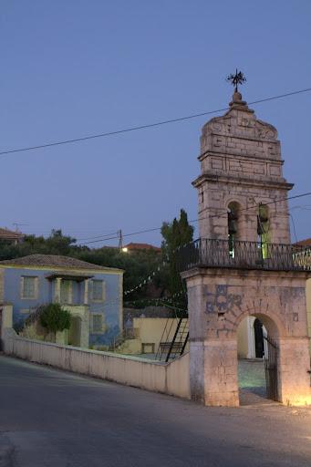 Типична отделена църковна камбанария в село Агалас