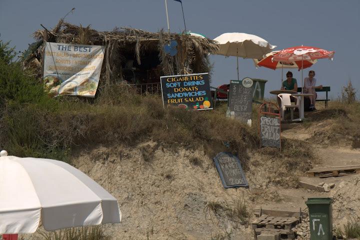На някои плажове баровете са нависоко върху дюните