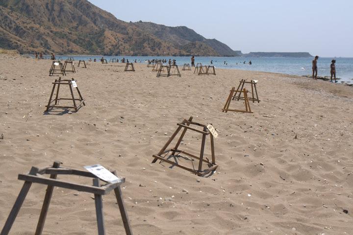 Плажът Дафне с пирамидки за костенурки