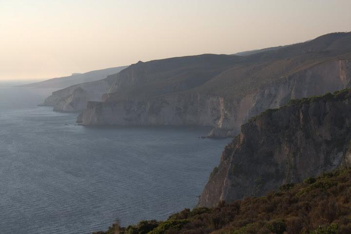 Скалите по западния бряг на Закинтос
