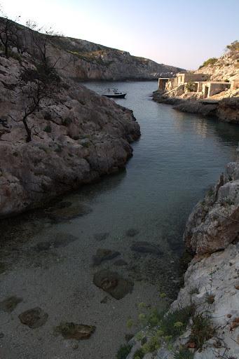 Тесният залив Лимнионас