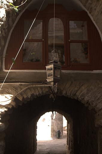 Тунелите на село Места