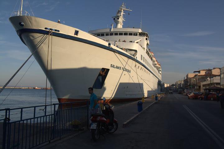Корабите спират право на главната