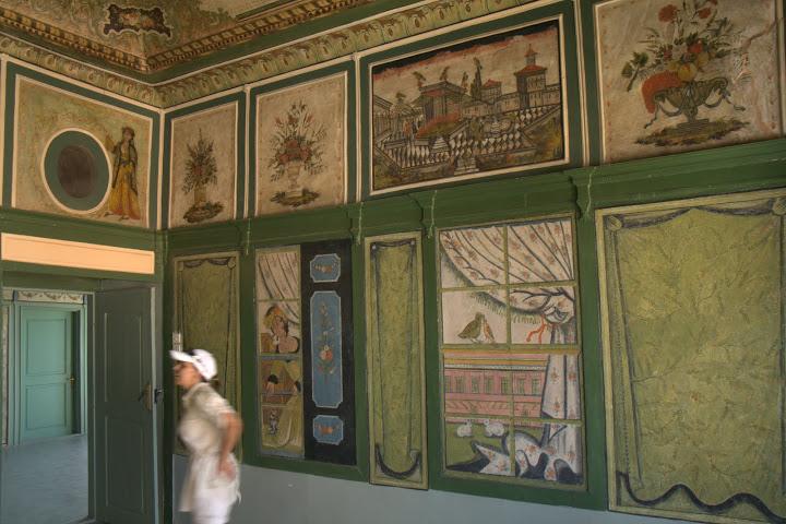 Изрисувани стени и тавани