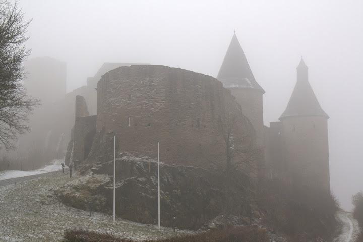 Замъкът Буршайд в мъглата