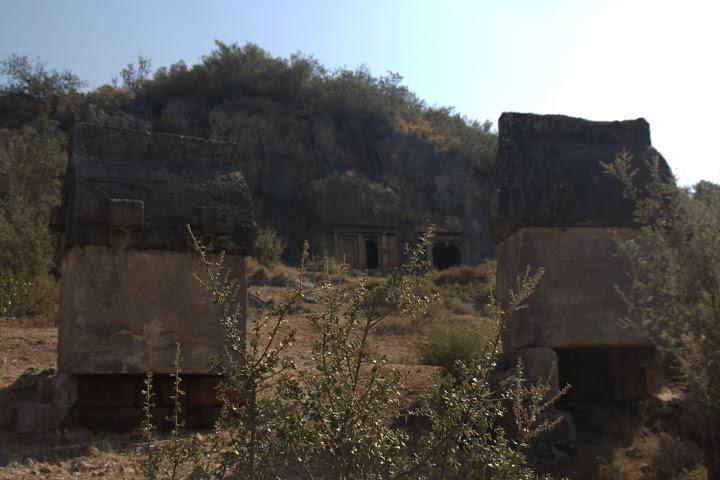 Първите ликийски гробници