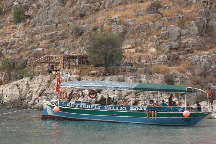 Лодката от Олюдениз и Рок барът