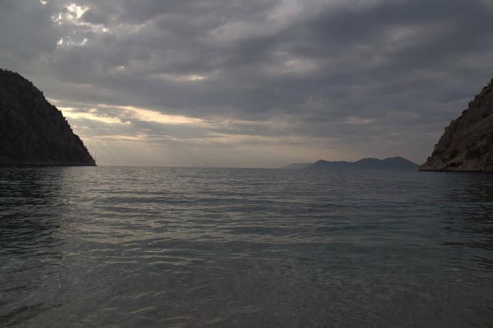 Морето от плажа на долината