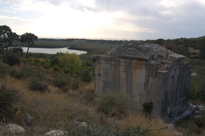 Ликийска гробница в Патара