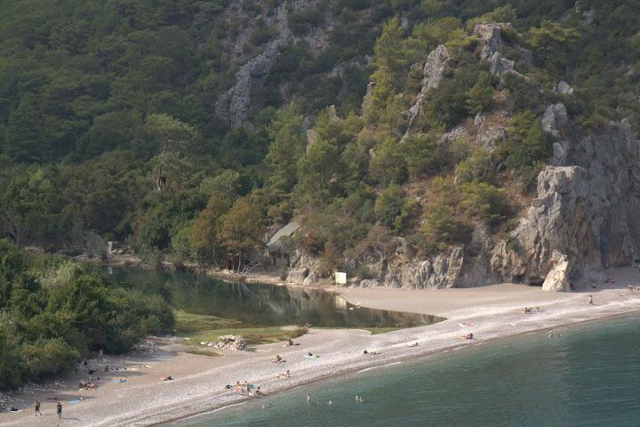Плажът пред Олимпос