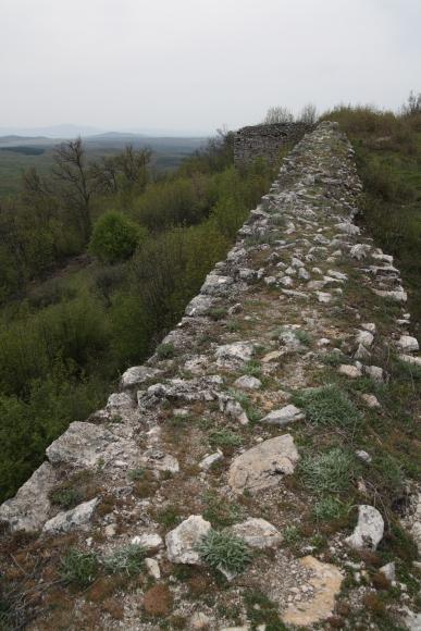 Стените на Лютица стигат до 10 метра