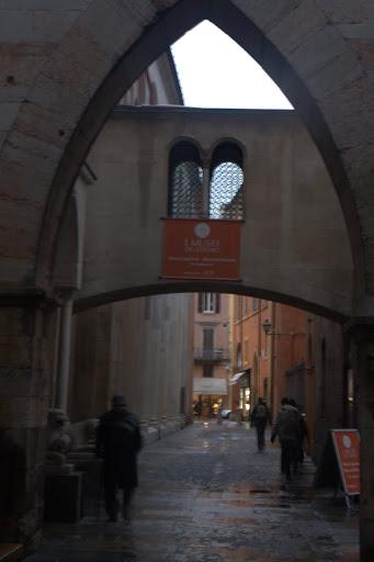 Моденска архитектура