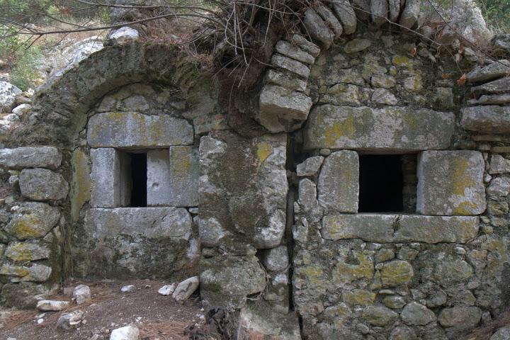 Гробници в Олимпос