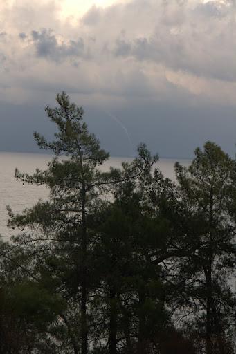 Торнадо вдясно от бора