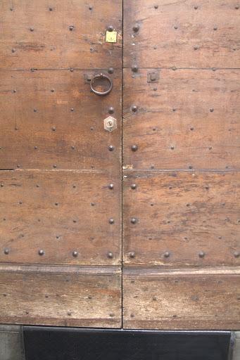 Тайнствена врата в старата част