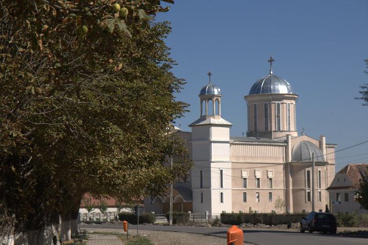 Новата, тенекиена православна църква в Прежмер