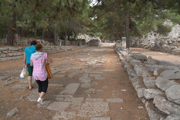 Древен паваж във Фаселис