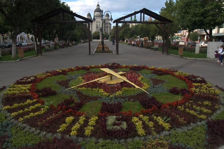 Часовникът от цветя като в Женева
