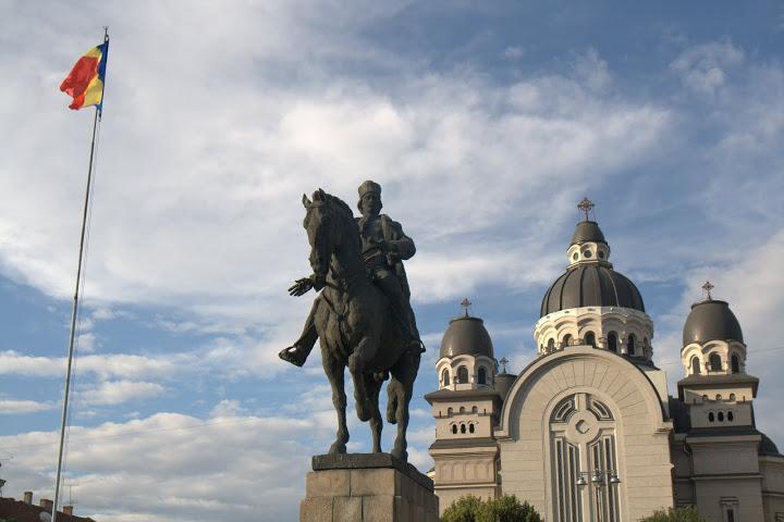 Новата православна църква, набутана на площада