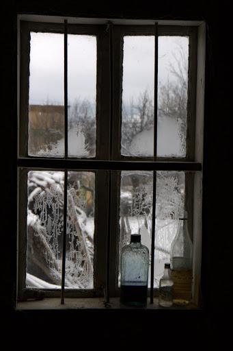 През прозореца на музея в Бусинци