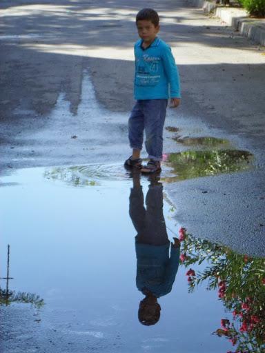 Деца играят по улиците