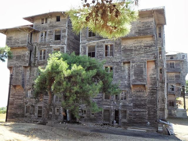 Изоставеното гръцко сиропиталище