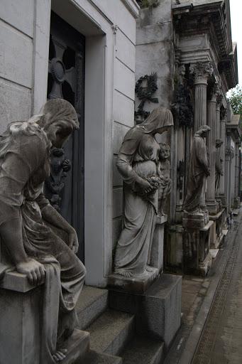 Некрополи, статуи...