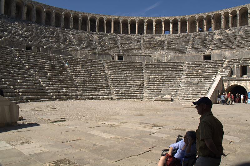 Амфитеатърът в Аспендос
