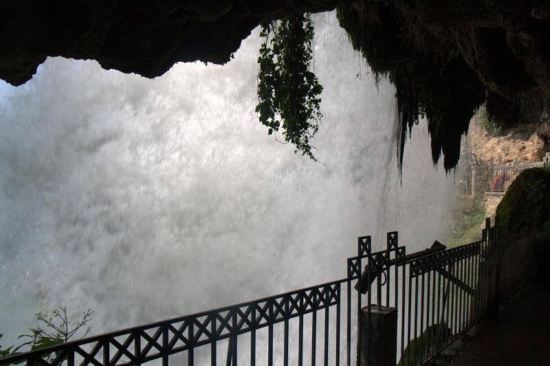 Зад големия водопад в Едеса