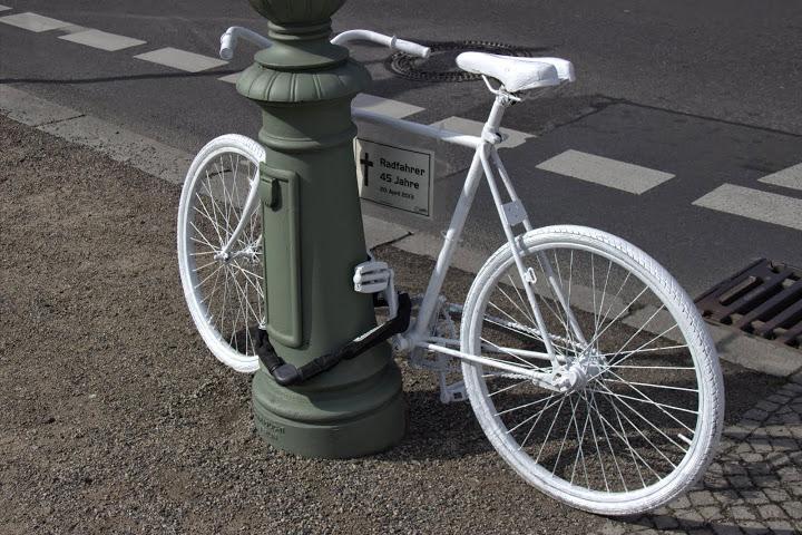 Паметник на разсеяния велосипедист