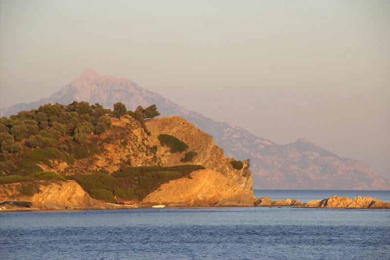 Островчетата откъм Атон