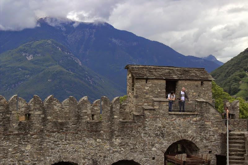 Малко Алпи зад замъка