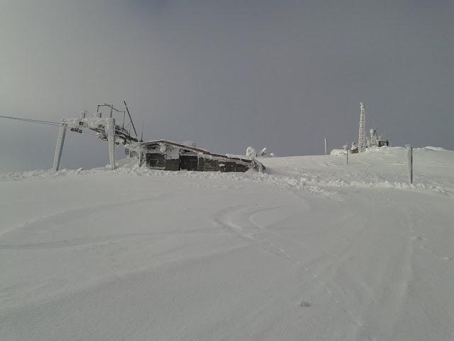 Горна станция на влека и самият връх