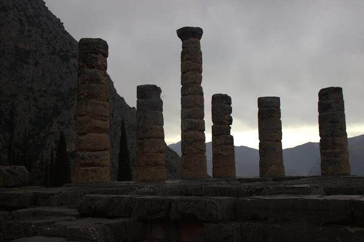 Древни колони